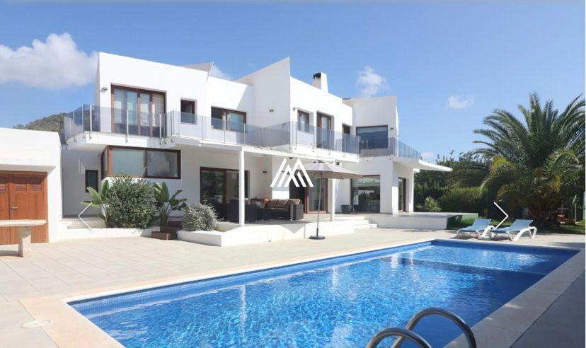 Villa For Sale In Sa Carroca